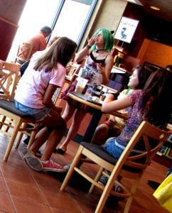 Teen_girls_hanging_out